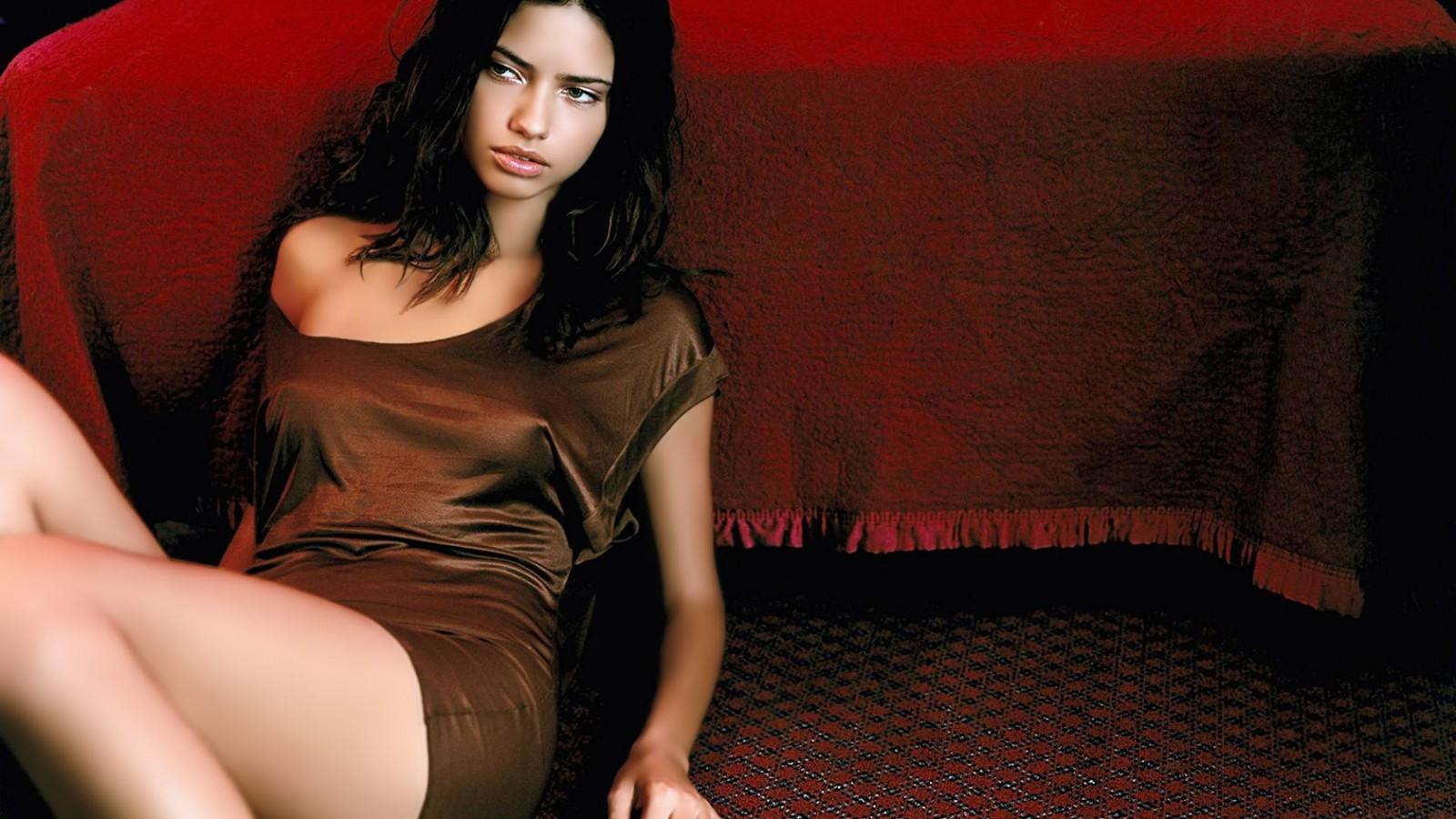 Adriana-Lima-01