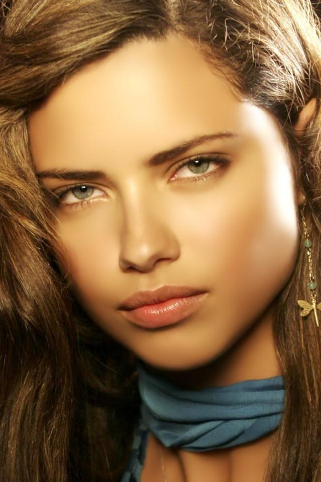 Adriana-Lima-02