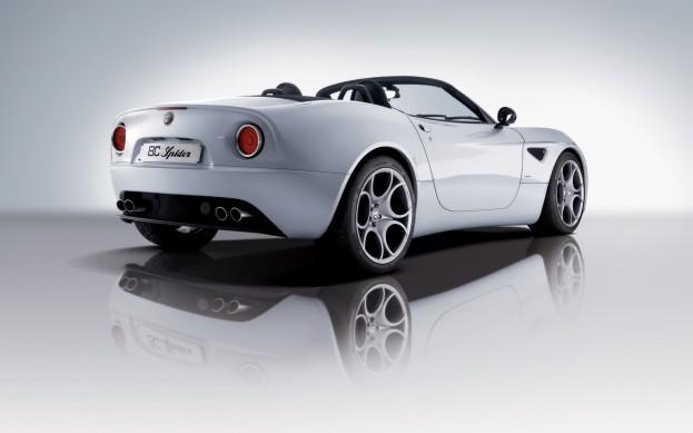 Alfa-Romeo-8C-Spider-Pozadia-na-plochu