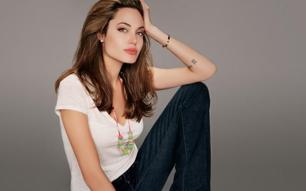 Angelina-Jolie-01