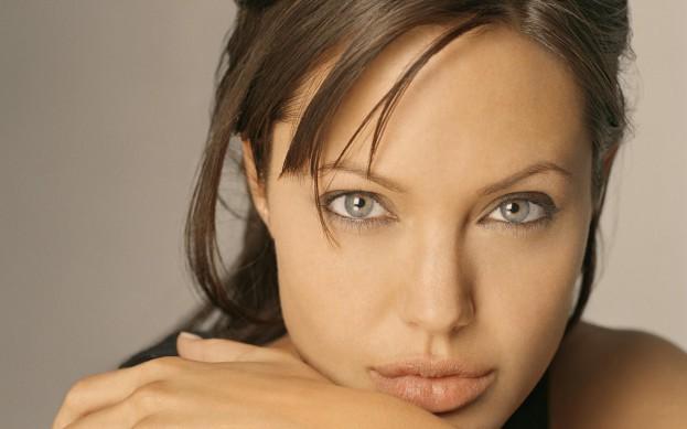 Angelina-Jolie-02