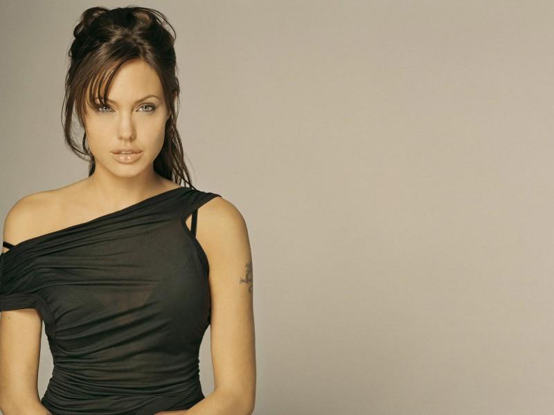 Angelina-Jolie-03