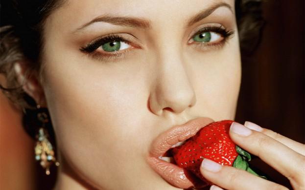 Angelina-Jolie-sexy-02