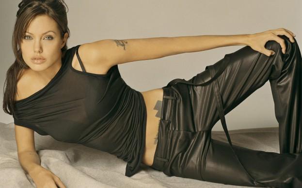 Angelina-Jolie-sexy-03