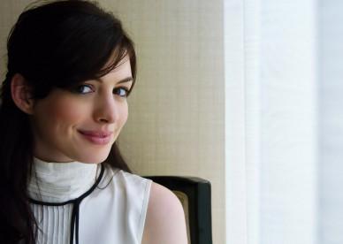 Anne-Hathaway-01
