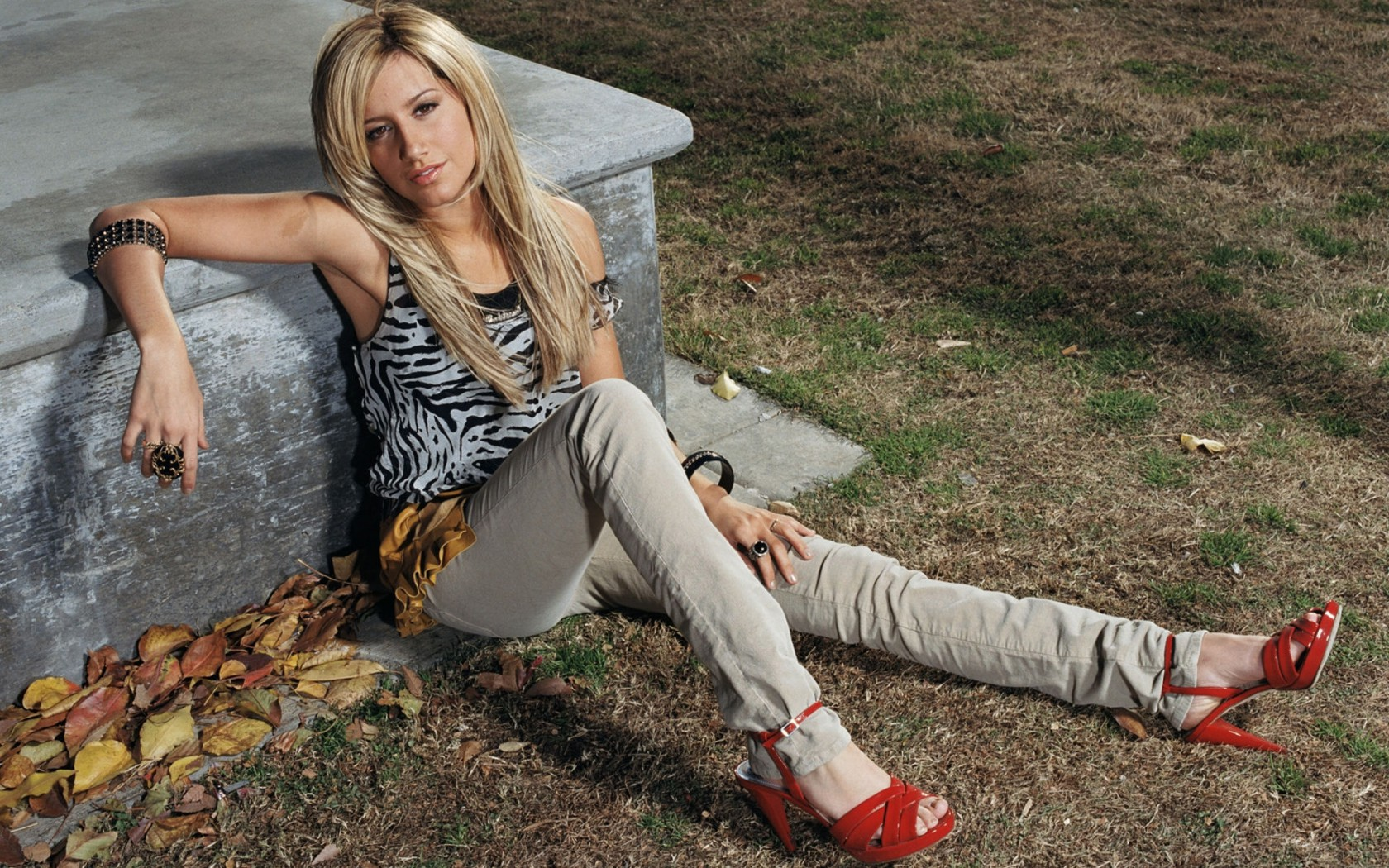 Ashley-Tisdale-02