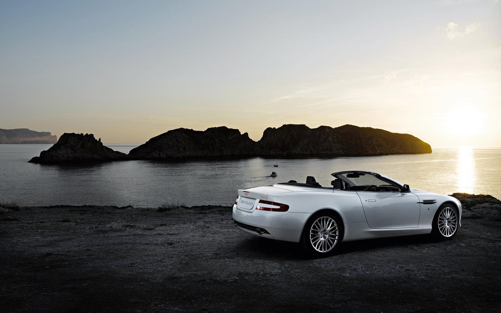 Aston-Martin-DB9-Volante