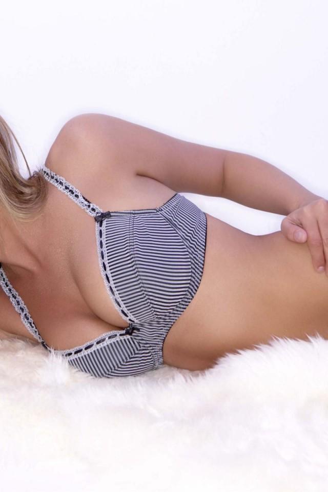 Danielle-Lloyd-Pozadia-na-plochu