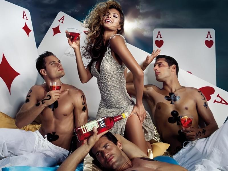 Eva-Mendes-Poker-Pozadia-na-plochu