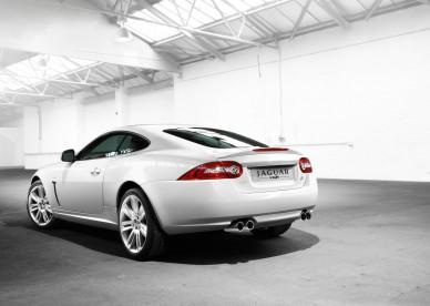 Jaguar-XKR-Pozadia-na-plochu