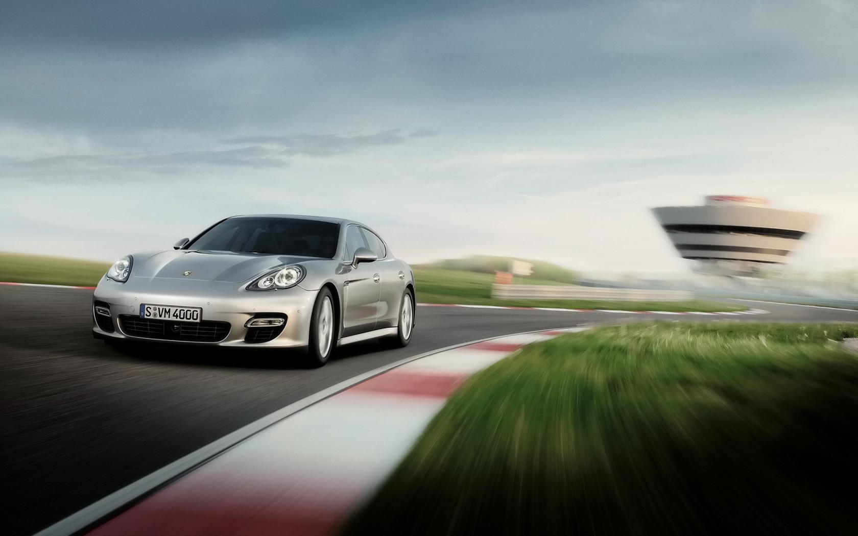 Porsche-Panamera-S-Pozadia-na-plochu
