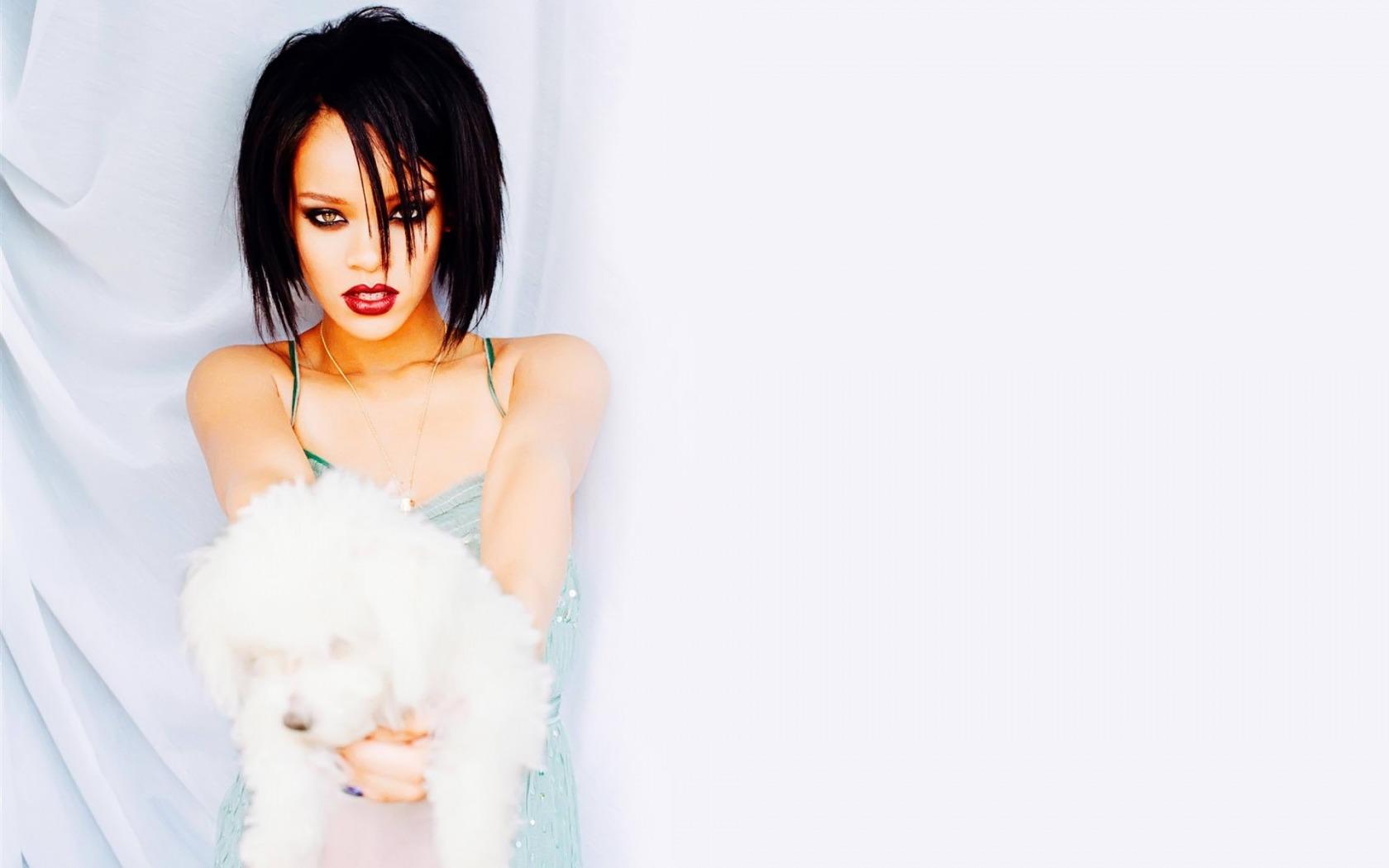 Rihanna-Pozadia-na-plochu