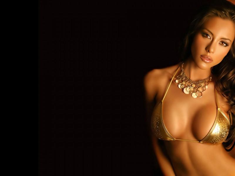 Ursula-Mayes-Sexi-Pozadia-na-plochu