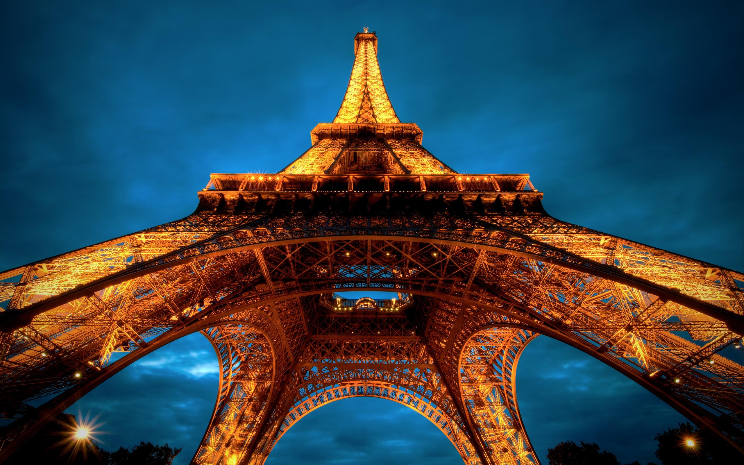 pariz-eifelovka-obrazky-na-plochu